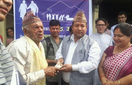 निजगढ नगरपालिका वडा नं १ स्थित सामाजिक सुरक्षा भत्ता घरदैलो  वितरण कार्यक्रम